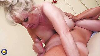 Big granny gets knead and deep penetration