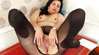 Desi milf CandyLips has fun in tights